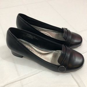 NWOB Comfortview Loafers, Size 8 Wide, Black